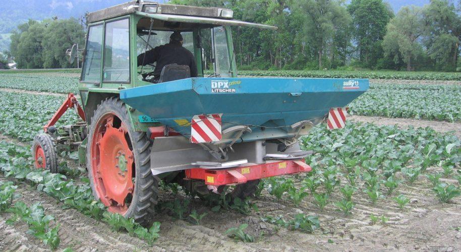 Ausbringen von Dünge- und Pflanzenschutzmittel